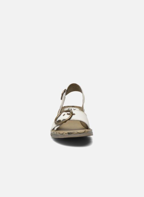 Sandali e scarpe aperte Fly London Tram 723 Bianco modello indossato