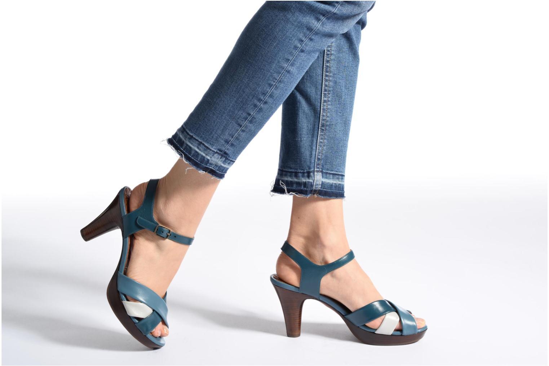 Sandales et nu-pieds Chie Mihara Lulupa Bleu vue bas / vue portée sac