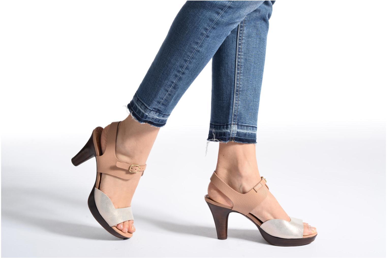 Sandales et nu-pieds Chie Mihara Loteria Marron vue bas / vue portée sac
