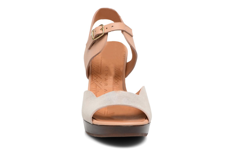Sandales et nu-pieds Chie Mihara Loteria Marron vue portées chaussures