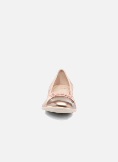 Ballerines Clarks Dance Puff Jnr Rose vue portées chaussures