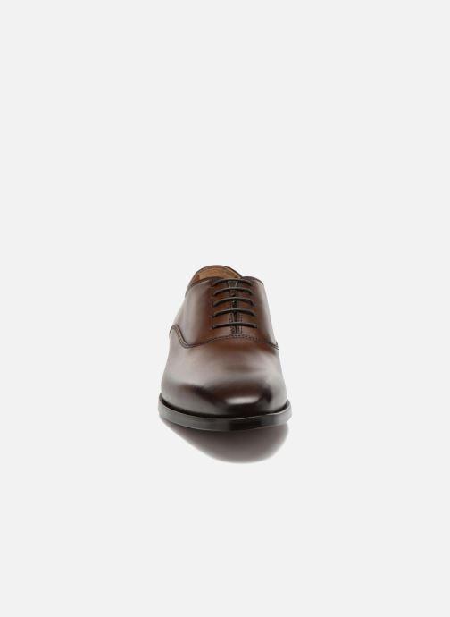 Chaussures à lacets Doucal's Guido Marron vue portées chaussures