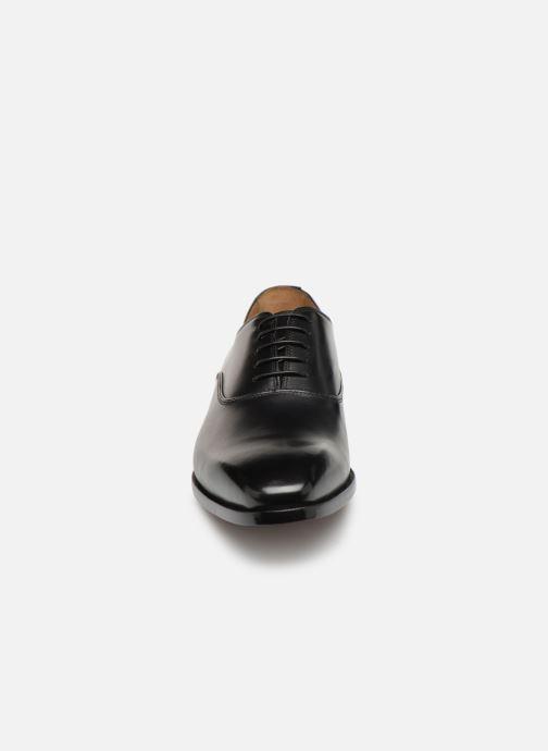 Zapatos con cordones Doucal's Guido Negro vista del modelo