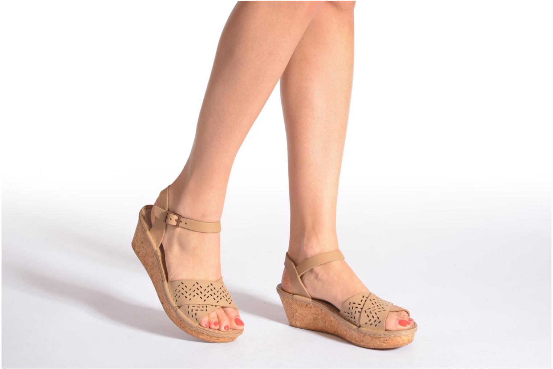 Sandales et nu-pieds TBS Alyson Marron vue bas / vue portée sac