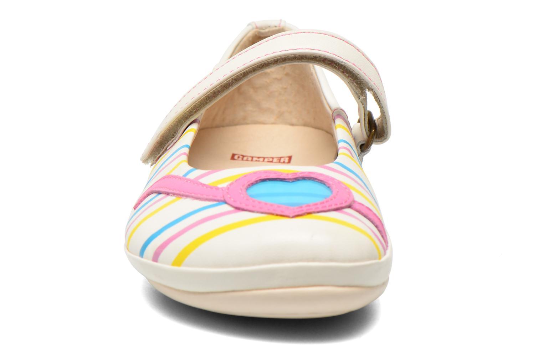 Ballerines Camper Twins E Blanc vue portées chaussures