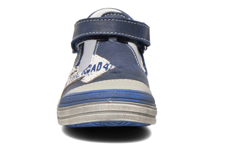 Zapatos con velcro GBB Mika Azul vista del modelo
