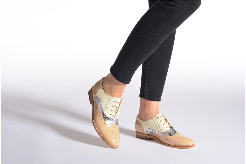 Chaussures à lacets COSMOPARIS Fadia/Ver Beige vue bas / vue portée sac