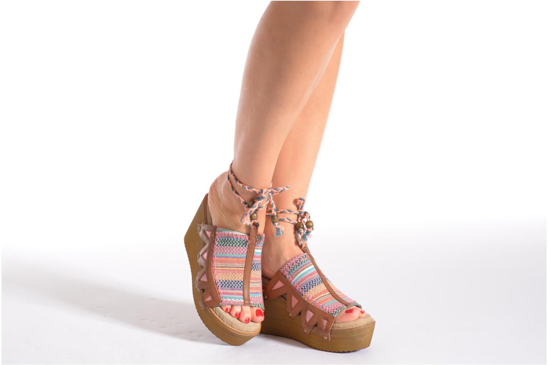 Clogs & Pantoletten Coolway Cinnamon mehrfarbig ansicht von unten / tasche getragen