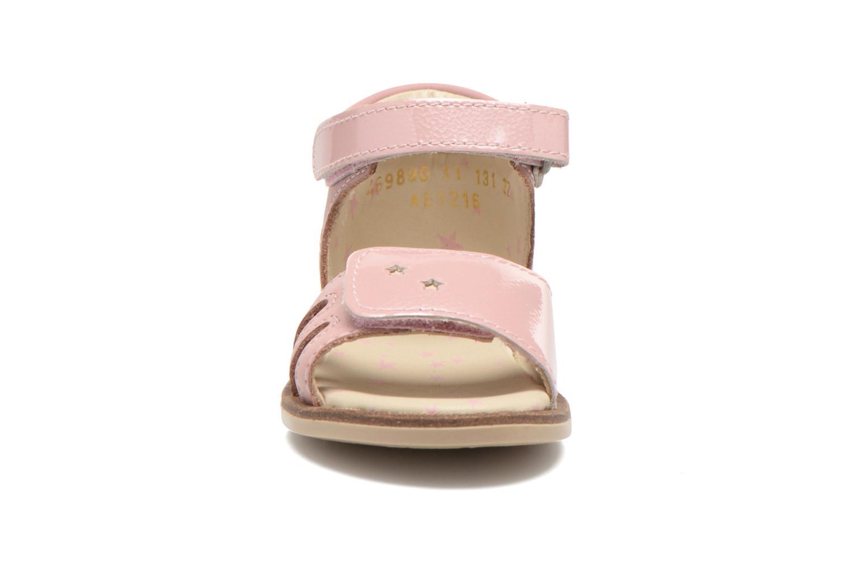 Sandales et nu-pieds Kickers Moonstar Rose vue portées chaussures