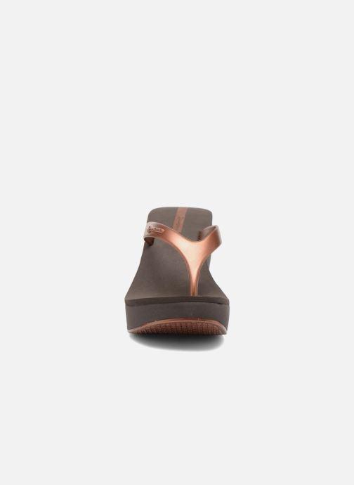Tongs Ipanema Lipstick Thong Or et bronze vue portées chaussures