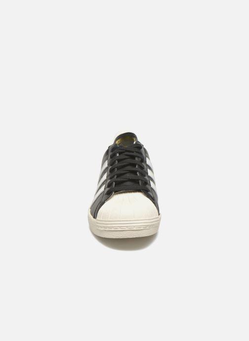 Sneakers adidas originals Superstar 80S Nero modello indossato