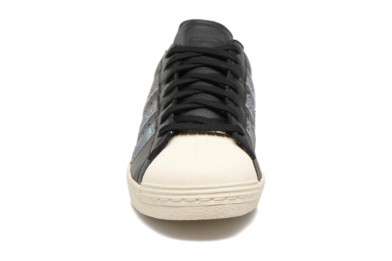 Deportivas Adidas Originals Superstar 80S Negro vista del modelo