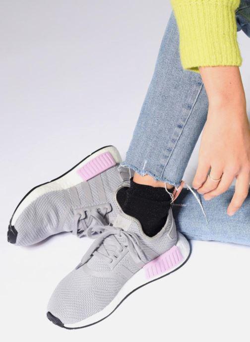 Sneaker adidas originals Nmd_R1 W grau ansicht von unten / tasche getragen