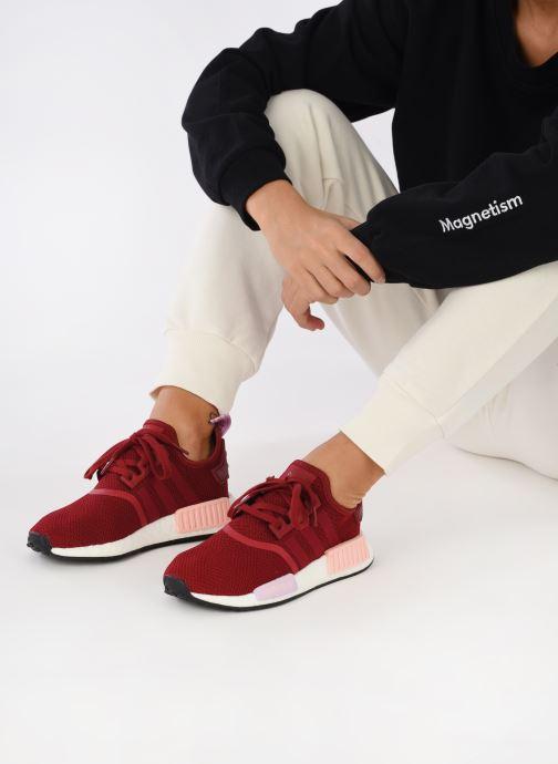 Sneaker adidas originals Nmd_R1 W rot ansicht von unten / tasche getragen