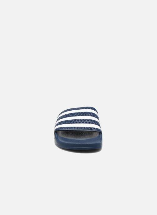 Zuecos adidas originals Adilette W Azul vista del modelo
