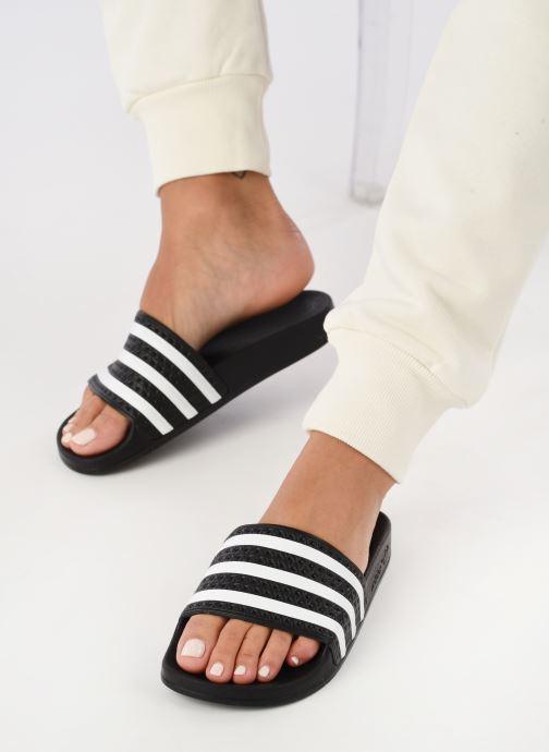 Clogs & Pantoletten adidas originals Adilette W schwarz ansicht von unten / tasche getragen