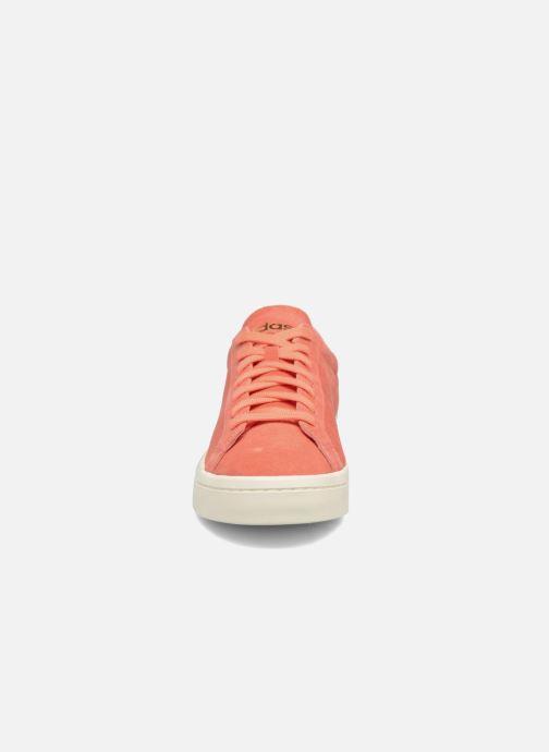 Baskets adidas originals Court Vantage H Orange vue portées chaussures
