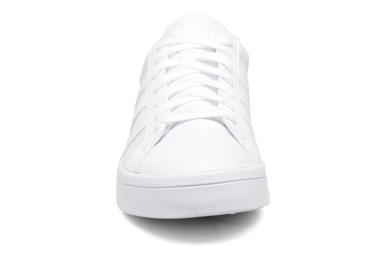 Baskets Adidas Originals Court Vantage H Blanc vue portées chaussures
