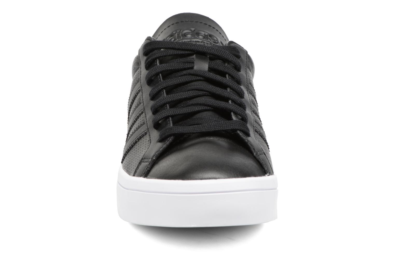 Sneakers Adidas Originals Court Vantage H Nero modello indossato