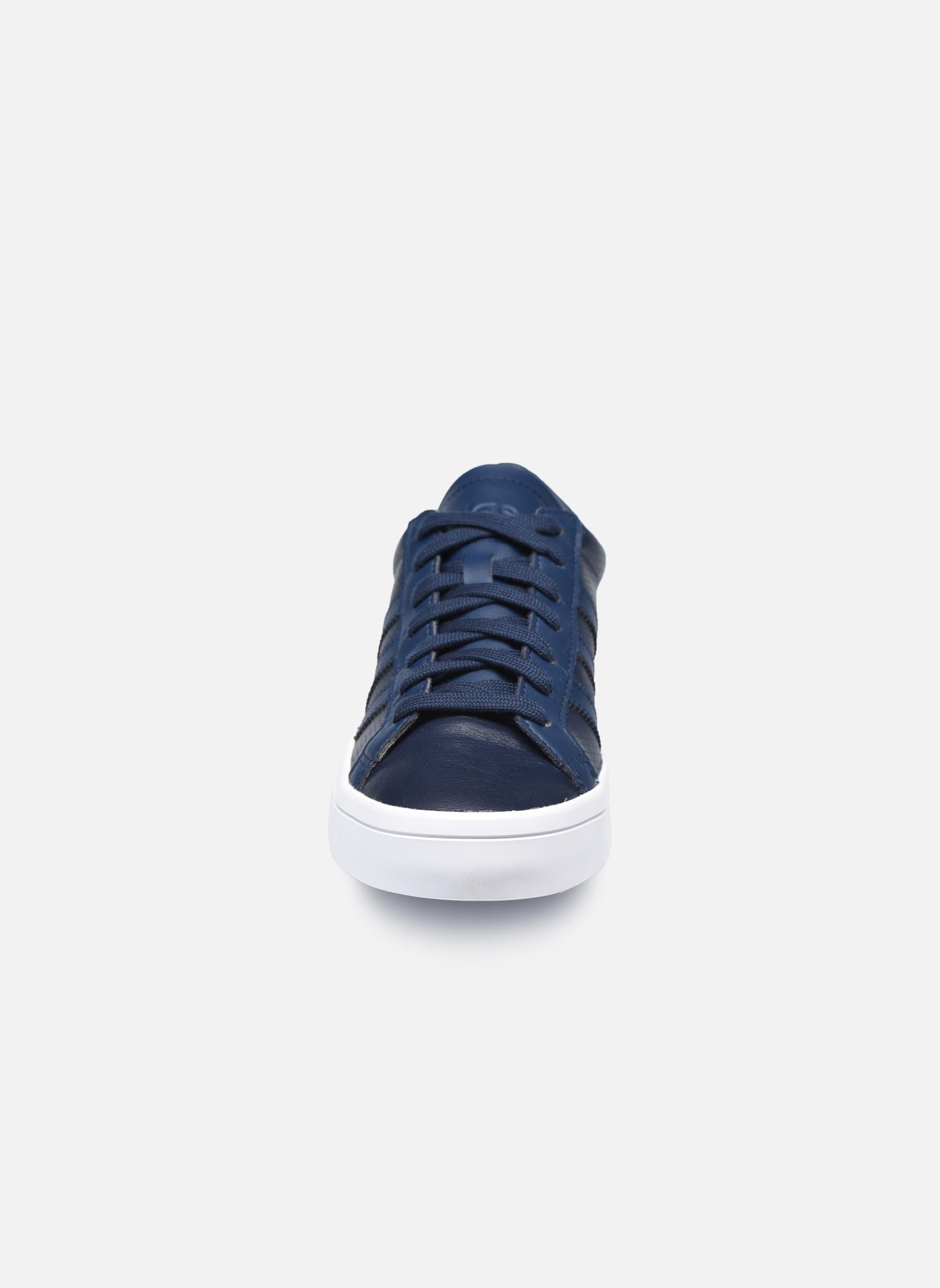 Baskets Adidas Originals Court Vantage H Bleu vue portées chaussures