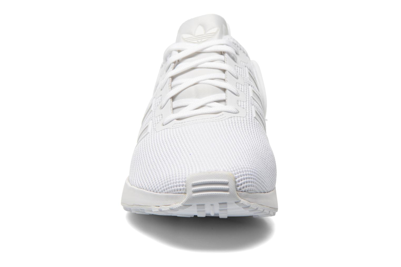 Baskets Adidas Originals Zx Flux Adv Blanc vue portées chaussures