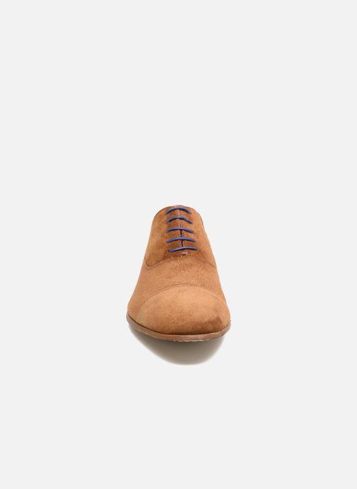 Zapatos con cordones Azzaro Xicola Marrón vista del modelo