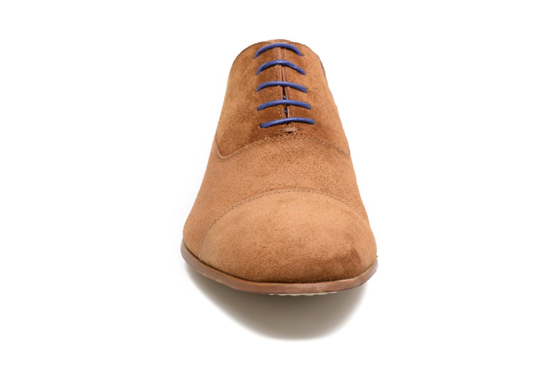 Schnürschuhe Azzaro Xicola braun schuhe getragen