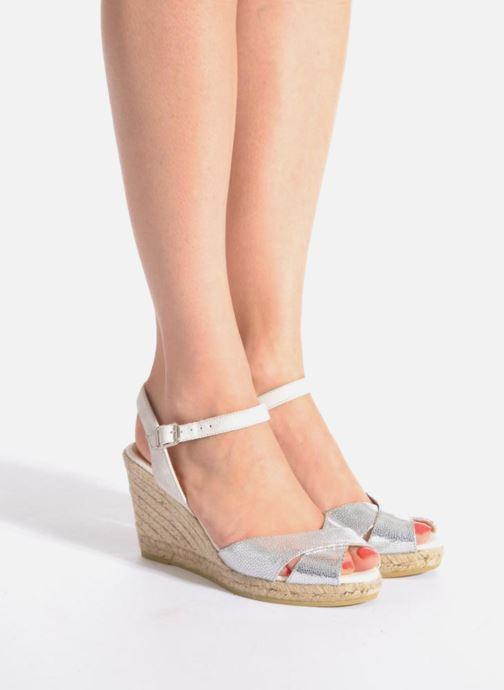 Sandales et nu-pieds Kanna Camoa Beige vue bas / vue portée sac