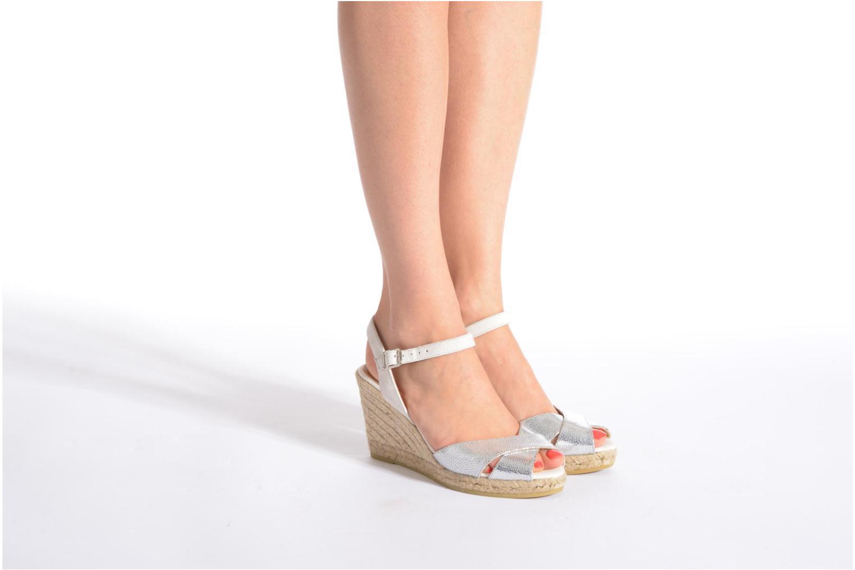 Sandalen Kanna Camoa beige ansicht von unten / tasche getragen