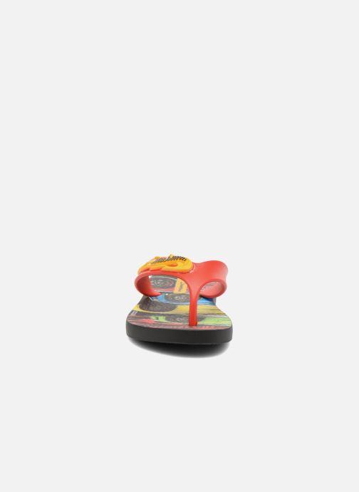 Infradito Ipanema Hot Wheels Tyre Kids Multicolore modello indossato