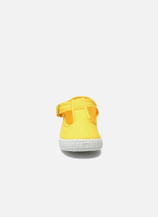 Trainers Cienta Foliv Yellow model view