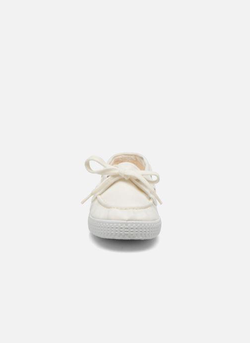 Scarpe con lacci Cienta Martino Bianco modello indossato