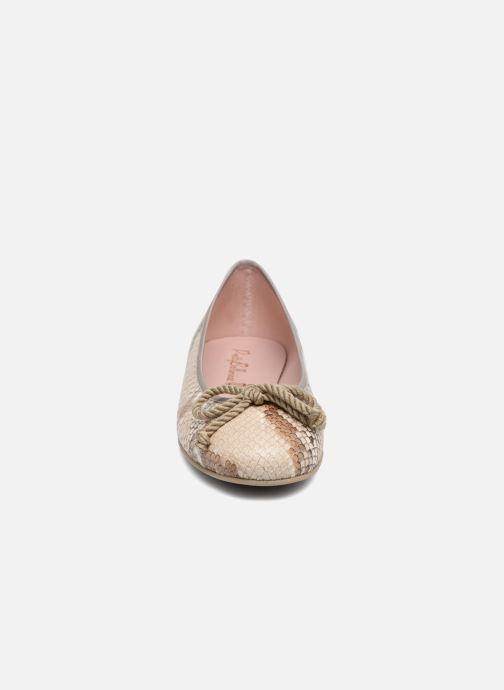 Ballerines Pretty Ballerinas Rosario Marron vue portées chaussures
