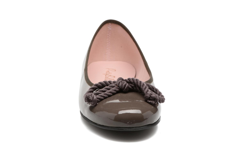 Ballerines Pretty Ballerinas Rosario Gris vue portées chaussures