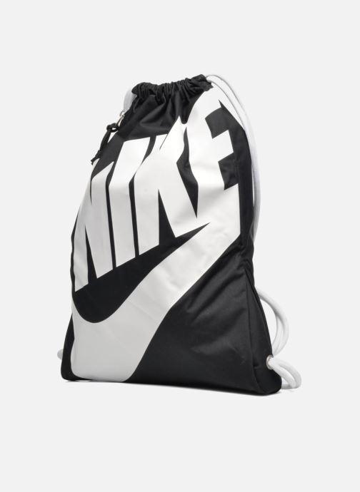 Bolsas de deporte Nike NIKE HERITAGE GYMSACK Negro vista del modelo