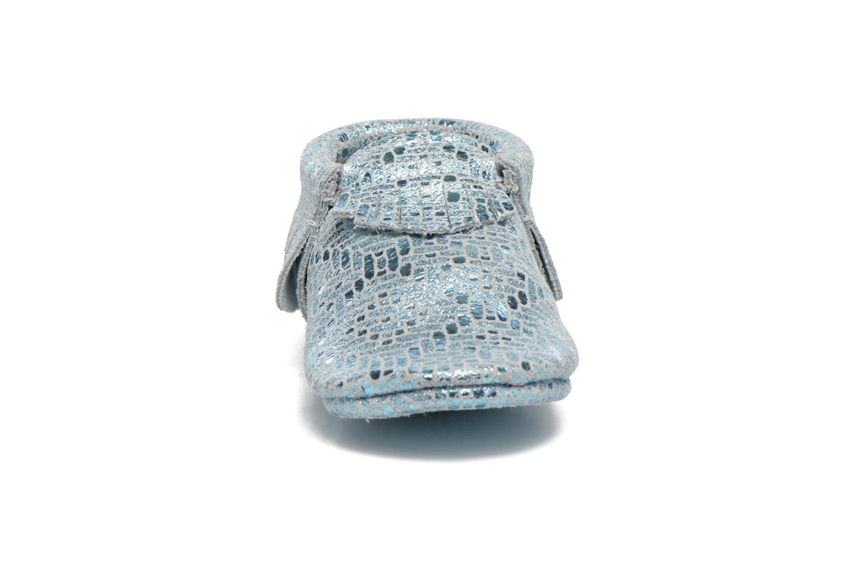 Pantuflas Hippie Ya Mocassins Catral Azul vista del modelo