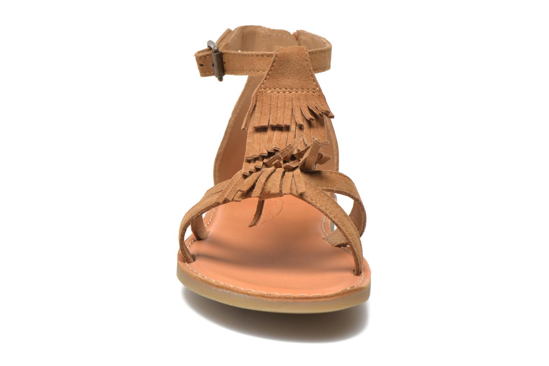 Sandali e scarpe aperte Shwik Lazar Fringe Suede Marrone modello indossato