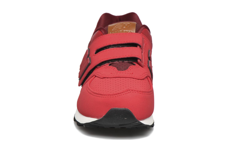 Baskets New Balance KV574 J Rouge vue portées chaussures