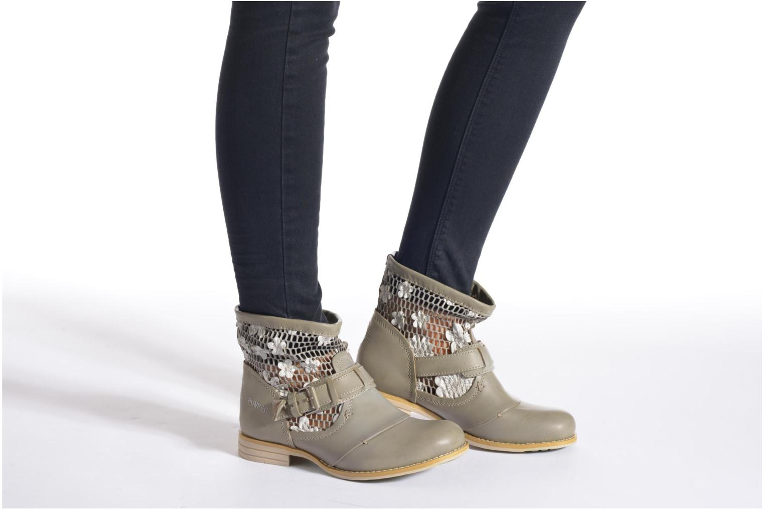 Ankle boots Bunker Sara Tel Beige view from underneath / model view