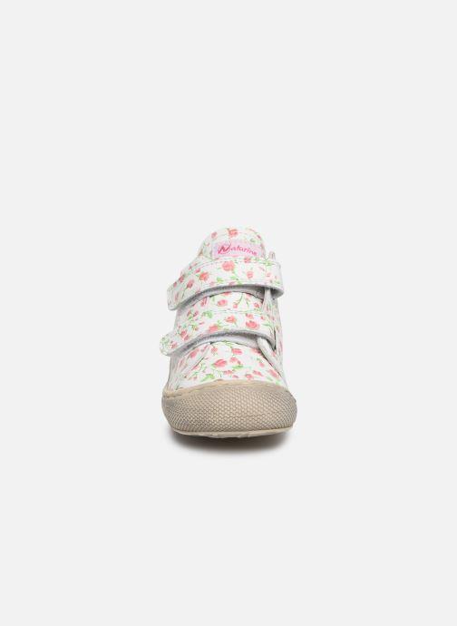 Sneakers Naturino Cocoon VL Bianco modello indossato