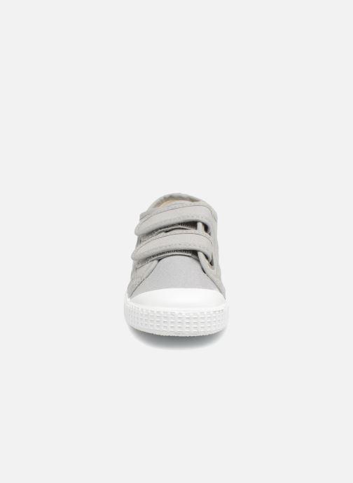 Sneakers Victoria Basket lona Dos Velcos Grigio modello indossato