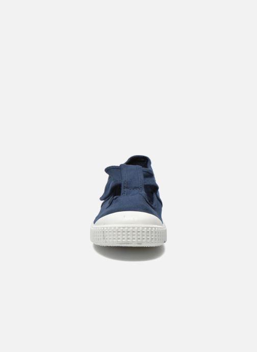 Sneakers Victoria Sandalia Lona Tintada Velcr Azzurro modello indossato