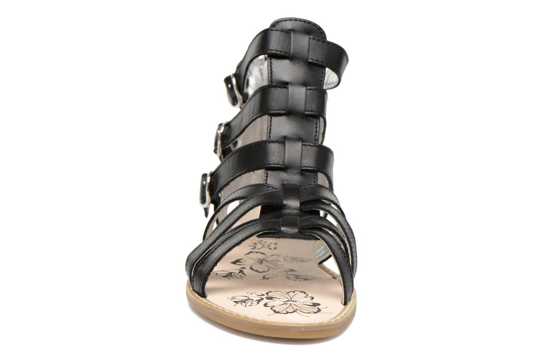 Sandali e scarpe aperte Primigi Olimpia Nero modello indossato