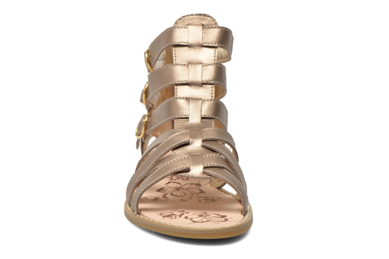 Sandali e scarpe aperte Primigi Olimpia Oro e bronzo modello indossato