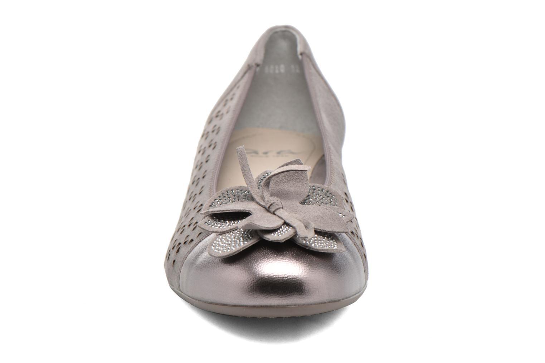 Ballerines Ara Bari 2 Gris vue portées chaussures