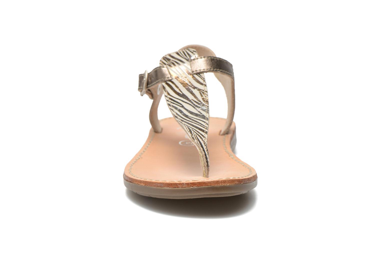 Sandalias Minibel Klarice Oro y bronce vista del modelo