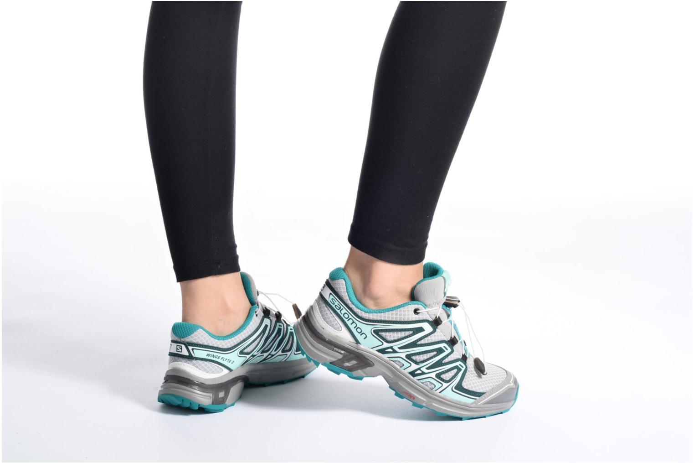 Chaussures de sport Salomon Wings Flyte 2 W Gris vue bas / vue portée sac