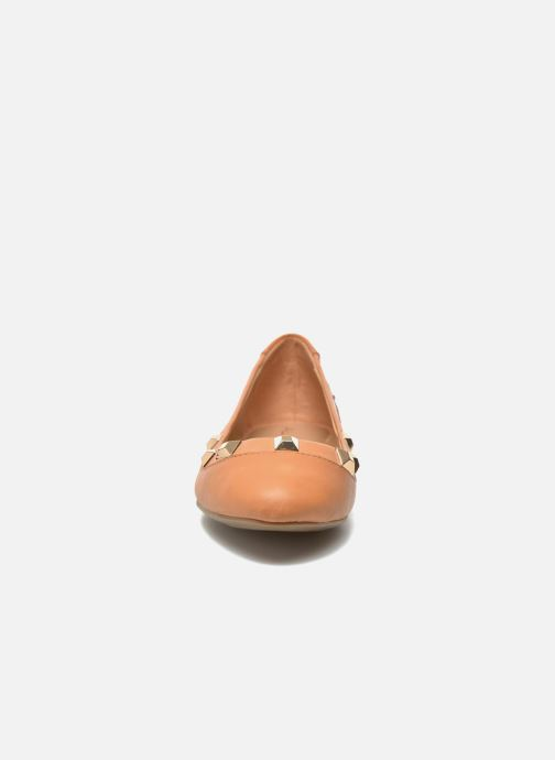 Ballerines Aldo MURATO Marron vue portées chaussures