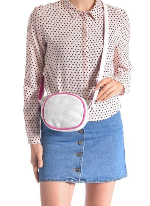 Handtaschen Paquetage Micro Sac Perforé weiß ansicht von unten / tasche getragen
