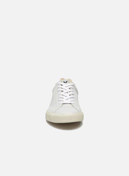 Sneakers Veja Esplar Leather Bianco modello indossato